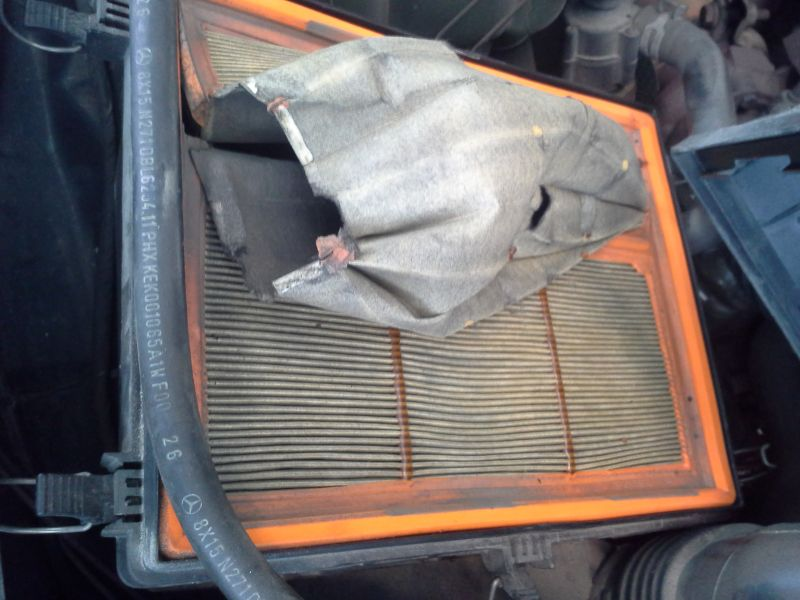 Auton ilmansuodatin tukossa